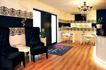 Saida Nails specialist store for professional nail design in Straubing